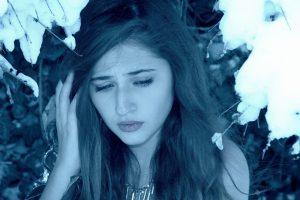 girl-1147401_1280 winter sadness